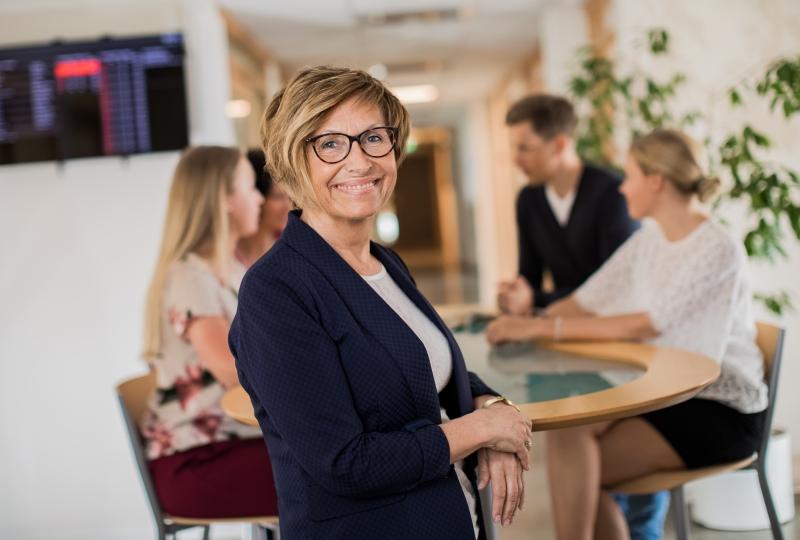 Bergljot Landstad i kontormiljø